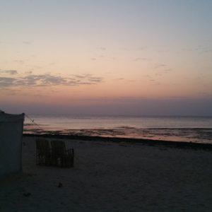 Parfois ça vaut le coup de se lever de bonne heure... lever du soleil au dessus des tentes