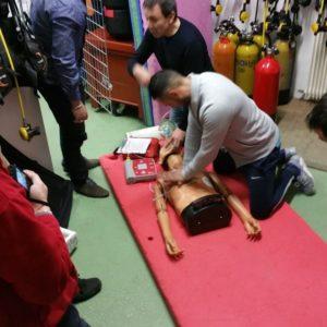 Massage cardiaque et défibrillateur