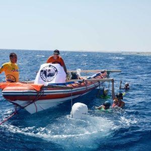 Notre plateforme d'apnée : un vieux bateau spacieux en plein milieu du bleu. Il ne nous en faut pas plus !